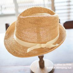 中折帽子タイプだけれど、柔らかくてキュート。  ほんのりとした気持ちにさせてくれます。  ラフィアの肌触りとしなやかさも加わって、くだけたマニッシュキュートを楽しんで。。  Viva La Vida RAFFIA スタンピング ハット  http://kanden43.tokyo/SHOP/201-106308.html  #VivaLaVida #ラフィア #スタンピング #ハット #帽子 #中折帽子 #麦わら帽子 #レディースファッション #ファッション小物 #ナチュラルファッション #ファッション雑貨 #雑貨 #ナチュラル雑貨 #ナチュラル #ナチュラル系 #セレクトショップ