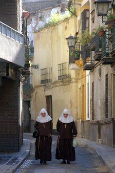 Las Monjas también enseña los estudiantes en el cathedral o la Iglesia. Ana fue la iglesia y aprendo religión