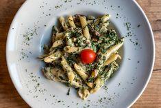 Bild: istockphoto.com Penne, Pasta, Seitan, Brie, Ethnic Recipes, Food, Artichokes, Dried Tomatoes, Rice Wine