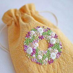 * . ブルーベリーリースのミニ巾着 . . #刺繍#手刺繍#ステッチ#手芸#embroidery#handembroidery#stitching#needlework#자수#broderie#bordado#вишивка#stickerei