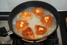 Gebakken camembert met preiselbeeren - Keuken♥Liefde Iron Pan, Griddle Pan, Breakfast, Food, Morning Coffee, Grill Pan, Essen, Meals, Yemek