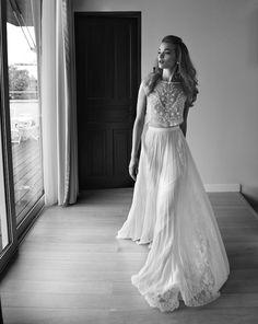 Love this modern elegance from this Lihi Hod wedding dress! Dress Designer: Lihi Hod