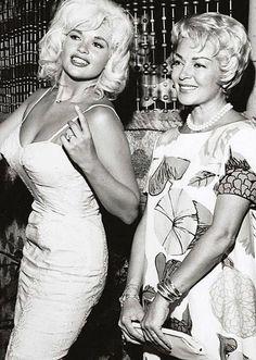 Hollywood Bombshells Jayne Mansfield and Lana Turner Hollywood Actor, Golden Age Of Hollywood, Vintage Hollywood, Hollywood Glamour, Hollywood Stars, Old Hollywood Actresses, Jayne Mansfield, Marylin Monroe, Divas