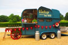 horse food - Food Inspiration 5 Converted Horse Trailers Now Transport Swank Mobile Bars Food Trucks, Mobile Bar, Mobile Food Cart, Mobile Shop, Converted Horse Trailer, Foodtrucks Ideas, Horse Box Conversion, Deco Cafe, Coffee Van