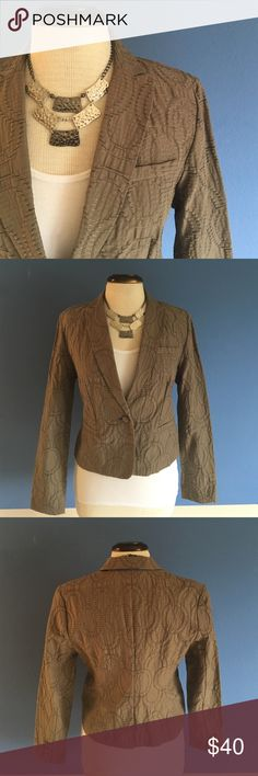"""📍New Listing📍Simply Vera Circular Print Jacket Need a cute jacket for work?   This blazer is the one for you.  The circular design gives a simply jacket pizzaz and style.  Make a statement at work!  The color is a muted green.   Material:  82% Cotton/18% Nylon. Measurements:  Length - 21""""/Bust - 18"""" Simply Vera Vera Wang Jackets & Coats Blazers"""