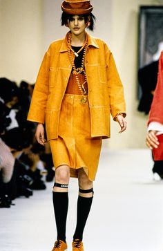 http://www.vogue.com/fashion-shows/spring-1994-ready-to-wear/chanel/slideshow/collection