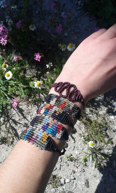 Colorful Macrame bracelet with beads/ handmade por lulupica en Etsy