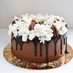 Вы у нас вчера так быстро разобрали торты Четверга, что мы даже не успели опубликовать их 😔! И поэтому, мы решили сегодня ещё один тортик, воздушный шоколадный с малиной, сделать для Вас. Он такой зимний вышел у нас 😍❄️☃️, кстати ещё один  хороший вариант для Нового года! 🎄🎂😉🎉 Вес тортика 2 кг, аукционная цена  только сегодня 450 грн. Заказать можно по номеру 0502900411. 😍😋😘#тортвналичие #торт киевторт #торткиев #тортыкиева #купитьторт #орехи #тортышоколад #торты #кчаю #киевскийторт…