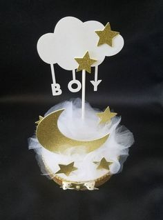 1 pc Twinkle Twinkle Little Star Baby Shower Centerpiece/ Twinkle Twinkle Cake Topper/ Baby Boy/ Baby Girl/ Baby Shower Twinkle Twinkle Centerpiece / Cake Topper Both Sides Measures by inch Materials: Styrofoam Cardstock Ribbons Tulle If you Star Baby Showers, Boy Baby Shower Themes, Baby Shower Balloons, Baby Shower Favors, Baby Boy Shower, Baby Shower Invitations, Baby Shower Gifts, Star Centerpieces, Baby Shower Centerpieces