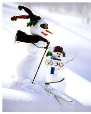 Downhill skiing snowman - great for slopeside fun! Love the goggles on this guy.