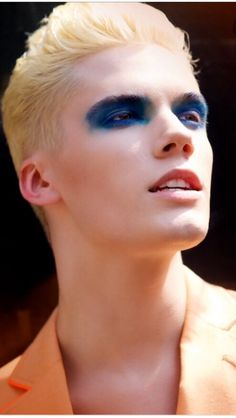 """If men wearing makeup gets more accepted, """"dude makeup"""" could end up being more like colorful eyeshadow without mascara or eyeliner, maybe paired with lipstick. Dunno about blush, cause tbh I know nothing about makeup. Men Wearing Makeup, Male Makeup, Makeup Art, Beauty Makeup, Men With Makeup, Blonde Male Models, Blonde Model, Androgynous Makeup, Make Up Inspiration"""