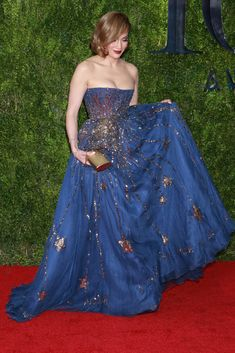 Jennifer Lopez in Princess-Like Shooting Star Ball Gown at Tony Awards Navy Gown, Navy Blue Dresses, Jennifer Lopez, Dress Me Up, I Dress, J Lo Fashion, Smart Outfit, Costume Design, Dress Collection