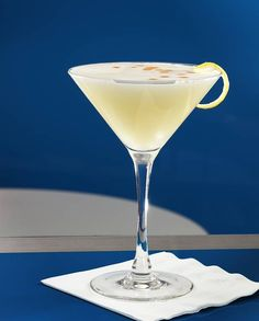Soupe de champagne pour 8 personnes - Recettes Elle à TableIngrédients      1 bouteille de champagne 1 louche de cointreau      1 louche de sirop de canne 1/2 louche de jus de citron