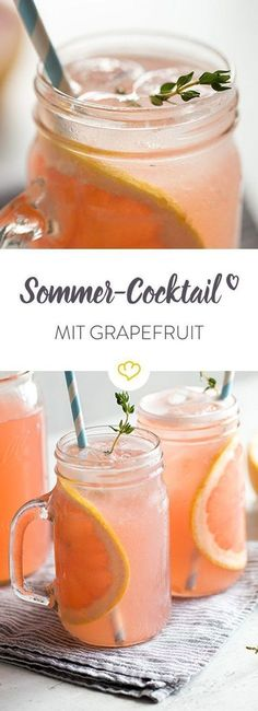 It doesn't always have to be Hugo or Aperol Spritz: serve this pink cocktail beauty with a refined herbal note as an aperitif. Informations About Grapefruit-Rhabarber-Cocktail mit Thymian Pin You … Rhubarb Cocktail, Cocktail Rose, Sauce Cocktail, Cocktail Recipes, Cocktail Drinks, Cocktail Desserts, Grapefruit Cocktail, Alcoholic Drinks, Beverages