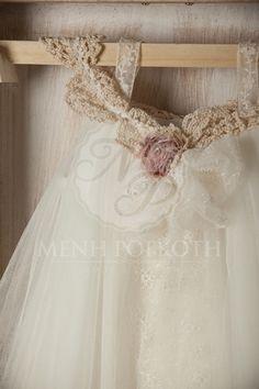Βαπτιστικό ρούχο για κορίτσι της cat in the hat - Candal Girls Dresses, Flower Girl Dresses, Lace Wedding, Wedding Dresses, Flowers, Fashion, Dresses Of Girls, Bride Dresses, Moda