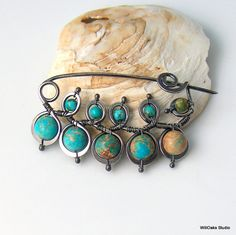 Turquoise brooch by WillOaksStudio. Turquoise Beads, Turquoise Bracelet, Wire Jewelry, Jewellery, Wire Pendant, Head Pins, How To Make Beads, Handcrafted Jewelry, Brooch Pin