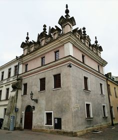 (1) House at 14 Kolegiacka Street in Zamość in the style of so-called Lublin Renaissance, from the beginning of the 17th century, reconstructed to its original form between 1977-1981. (2) House of Dymitr Grek (Demetrius The Greek), reconstructed to its original form in the 1950s and 2006. (3) Late Rococo Collegiate Hospital, founded by Jan Jakub Zamoyski, was built between 1770-1775. © Marcin Latka #17thcentury #artinpl #zamosc #lublinrenaissance #mannerist #frieze #attic #rococo #hospital Rococo, 17th Century, Attic, Renaissance, 1950s, Greek, Louvre, The Originals, Building