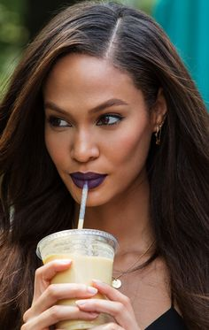 Goddess Joan Smalls in the perfect fall lipstick shade: Pure Color Envy Matte Lipstick in Commanding Plum Lipstick, Fall Lipstick, Lipstick Shades, Hair Icon, Purple Lips, Estee Lauder Makeup, Makeup Inspo, Makeup Ideas, Joan Smalls
