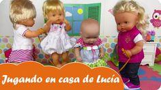 En el vídeo de hoy de Mundo Juguetes nos divertiremos viendo a las muñecas bebés Nenucos jugar en casa de la muñeca bebé Lucía. Jugarán a un montón de juegos divertidos como 1 2 3 chocolate ingles, la comba,.. ¡Diviértete en Mundo Juguetes, tu canal de juguetes de muñecas Nenuco en español!