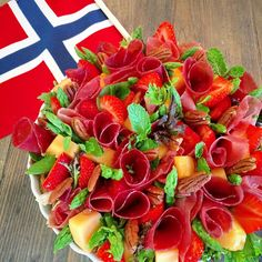 Norwegian Food, Public Holidays, Lchf, Roots, Scandinavian, Strawberry, Food And Drink, Sweets, Hip Hip