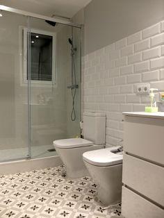 Bathroom Remodeling Made Easy Tips Bathroom Windows, Bathroom Shelves, Bathroom Flooring, Bathroom Storage, Large Bathrooms, Small Bathroom, Master Bathroom, Modern Bathroom, Bad Inspiration