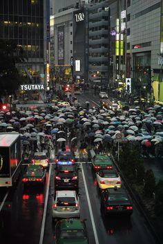 Shibuya Crossing In Tokyo Japon Tokyo, Shibuya Tokyo, Japan Holidays, All About Japan, Hachiko, Robert Doisneau, Urban Life, Japanese Culture, Japan Travel