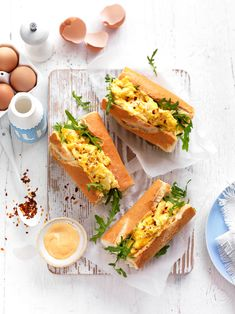 Kick start the day with a sensational combination of spicy chilli flakes perfectly melded with soft scrambled egg. Light Recipes, Egg Recipes, Brunch Recipes, Breakfast Recipes, Sandwich Recipes, Western Food, Best Protein, Incredible Edibles, Rolls Recipe