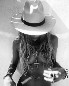 Valentina Muntoni | @lackofcoloraus