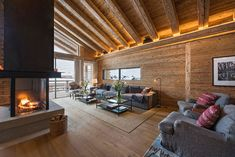 This modern chalet in the famous Alpine town of Zermatt reveals a successful attempt to inscribe a stylish European urban design into a traditional Swiss ✌Pufikhomes - source of home inspiration Zermatt, Exterior Design, Interior And Exterior, Chalet Interior, Swiss Chalet, Urban Design, Patio, Architecture, Outdoor Decor