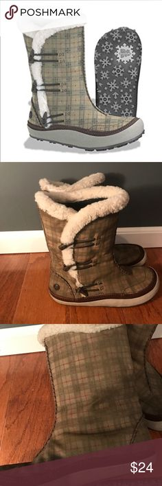 Merrell Spirit Tibet High Sage Boots Size 9.5 These are in used condition. Have been worn quite a bit! There is wear at the soles, specifically the heels. They are still very cute with life left! Very comfy! Merrell Shoes Winter & Rain Boots