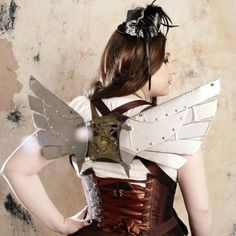 A guide to Steampunk fashion: costume tutorials, Steampunk clothing guide, cosplay photo gallery, updated calendar of Steampunk events, and more. Steampunk Wings, Steampunk Armor, Steampunk Couture, Steampunk Dress, Steampunk Cosplay, Victorian Steampunk, Steampunk Clothing, Steampunk Diy, Steampunk Fashion