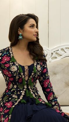 """parineeti-chopra: """"Parineeti Chopra Killing it with the looks and outfit for the Golmaal Again Promotion """" Bollywood Celebrities, Bollywood Fashion, Bollywood Actress, Bollywood Oops, Parineeti Chopra, Indian Photoshoot, Lit Outfits, Stylish Girl Pic, Indian Beauty Saree"""