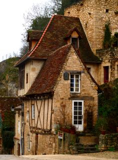 Rocamadour, France- an enchanting village built into the side of a mountain - in the Dordogne Rocamadour France, Dordogne, Beautiful Buildings, Beautiful Places, Vila Medieval, Medieval Village, Belle France, France Photos, French Countryside