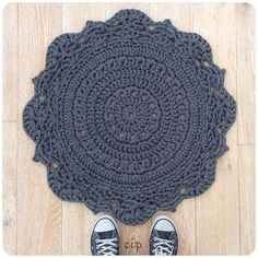 Crochet Diy crochetinpaternoster crochet rug - It's the time of the week when we take a look at what people are sharing in crochet using the Mandala Au Crochet, Crochet Mat, Crochet Home, Love Crochet, Crochet Crafts, Crochet Doilies, Yarn Crafts, Diy Crafts, Yarn Projects