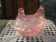 Hen on Nest 2 Piece Covered Dish Clear Pink Glass Vintage Dishware, Vintage Dishes, Vintage Kitchen, Glass Candy Jars, Hens On Nest, Rooster Decor, Pink Depression Glass, Glass Dishes, Carnival Glass