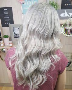 Always the best for my girl @__lisagram_ ❤ . . . #scalpbleach #silver #platnuimblonde #blondegoals #olaplex #behindthechair…