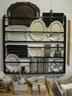Rost interiör: vintage kitchen rack