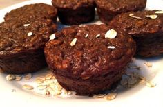 Low in calories and carbohydrates, these easy-to-make muffins are delicious and chock-full of protein! Chocolate Protein Muffins, Banana Protein Muffins, Protein Cookies, Protein Cake, Whey Protein Recipes, Protein Powder Recipes, Protein Snacks, Healthy Treats, Healthy Baking