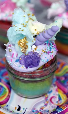 Pin for Later: A Lisa Frank Party You Can Bring to Life Unicorn Cupcakes Get the recipe: Lisa Frank unicorn cupcakes Pinata Cupcakes, Cupcake Cakes, Mini Cakes, Unicorn Birthday Parties, Unicorn Party, Birthday Ideas, Birthday Stuff, Birthday Fun, Frappuccino