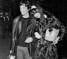 Rolling Stone Mick Jagger with his girlfriend in the early model Chrissie Shrimpton (Younger sister of Jean). Chrissie Shrimpton, Jean Shrimpton, Lennon And Mccartney, Marianne Faithfull, Swinging London, Wife And Girlfriend, Mick Jagger, Height And Weight, Celebrity Couples