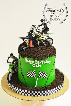 Motorcycle Birthday Parties, Dirt Bike Party, Dirt Bike Birthday, Motocross Birthday Party, Bolo Motocross, Dirt Bike Cakes, Bolo Original, Motorcycle Cake, Cross Cakes