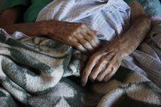Segundo Gustav, suas mãos contam suas histórias: desde seu trabalho como escravo, até a entrada no exército dos EUA durante a Segunda Guerra Mundial.
