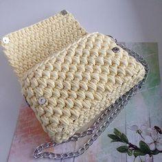 WEBSTA @ _uzelok_ - ▫️Размер сумочки 23х16 см.▫️Закрывается на магнитные кнопочки.▫️Внутри имеется подкладочная ткань.▫️Цепочка-ручка съемная.Для заказа пишите в whatsapp :  79164473511 или в директ ☀️