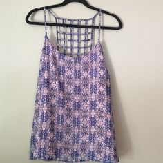 Top Very cute lightweight summer top.  Fully lined so no need to layer, lining is pink.  Worn a few times and washes up nicely. Forever 21 Tops Camisoles