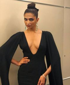 Gorgeous Deepika Padukone looks Ravishing in Black Gown at Cannes Film Festival 2018 Whatsapp Fun, Whatsapp Videos, Indian Bollywood Actress, Bollywood Fashion, Hot Actresses, Indian Actresses, Dipika Padukone, Deepika Padukone Style, Deepika Padukone Navel