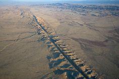 Cutremurele, ca si activitatea vulcanica, sunt o manifestare importanta a deplasării plăcilor tectonice la suprafața Pământului. Cutremurele cele mai apropiate de suprafață sunt provocate de deplasările de-a lungul faliilor — crăpături in scoarța terestră. La 10 octombrie 1980, in Algeria, un mare cutremur (7,2 grade pe scara Richter) a distrus împrejurimile orașului, El-Asnam (azi Chlef), …