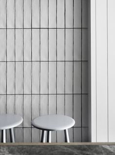 70 Best Ideas for wall design cafe white tiles Subway Tile Patterns, Grey Subway Tiles, Subway Tile Kitchen, Metro Tiles Kitchen, White Wall Tiles, Bad Inspiration, Bathroom Inspiration, Bathroom Renos, Bathroom Interior