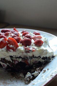 Pavlova med jorbær Pavlova, Norwegian Food, Norwegian Recipes, Cake Cookies, Delicious Desserts, Cake Recipes, Cheesecake, Deserts, Menu