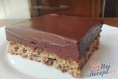 Extra krémový zákusek s jahodovým pyré Dessert Party, Sweet Desserts, Dessert Recipes, Kolaci I Torte, Cake Bars, Sweet And Salty, Cakes And More, Diy Food, Sweet Tooth