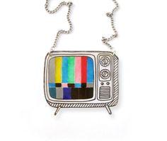 Rétro TV rétractable collier en plastique par DOODLEWORM sur Etsy https://www.etsy.com/fr/listing/203549982/retro-tv-retractable-collier-en